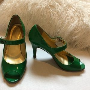 J. Crew Green Patent Leather Mary Janes Size 6